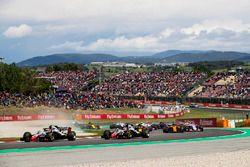 Kevin Magnussen, Haas F1 Team VF-18, Romain Grosjean, Haas F1 Team VF-18, Carlos Sainz Jr., Renault Sport F1 Team R.S. 18, Fernando Alonso, McLaren MCL33