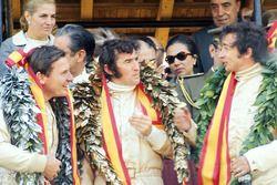 Podio: il vincitore della gara Jackie Stewart, Matra, il secondo classificato Bruce McLaren, McLaren, il terzo classificato Jean-Pierre Beltoise, Matra