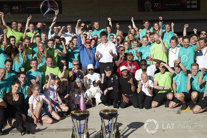 Race winner Lewis Hamilton, Mercedes AMG F1, Toto Wolff, Executive Director Mercedes AMG F1, Niki La