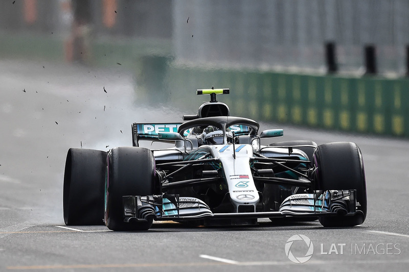Valtteri Bottas, Mercedes-AMG F1 W09 EQ Power+ lekke band