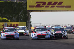 Габриэле Тарквини, Hyundai i30 N TCR, BRC Racing Team, и Эстебан Герьери, Honda Civic Type R TCR (FK8), ALL-INKL.COM Münnich Motorsport