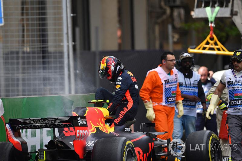 Max Verstappen, Red Bull Racing RB14 kecelakaan
