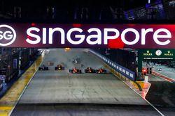 Start: Sebastian Vettel, Ferrari SF70H, Max Verstappen, Red Bull Racing RB13, Kimi Raikkonen, Ferrar