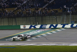 Tyler Reddick, Chip Ganassi Racing Chevrolet takes the checkered flag