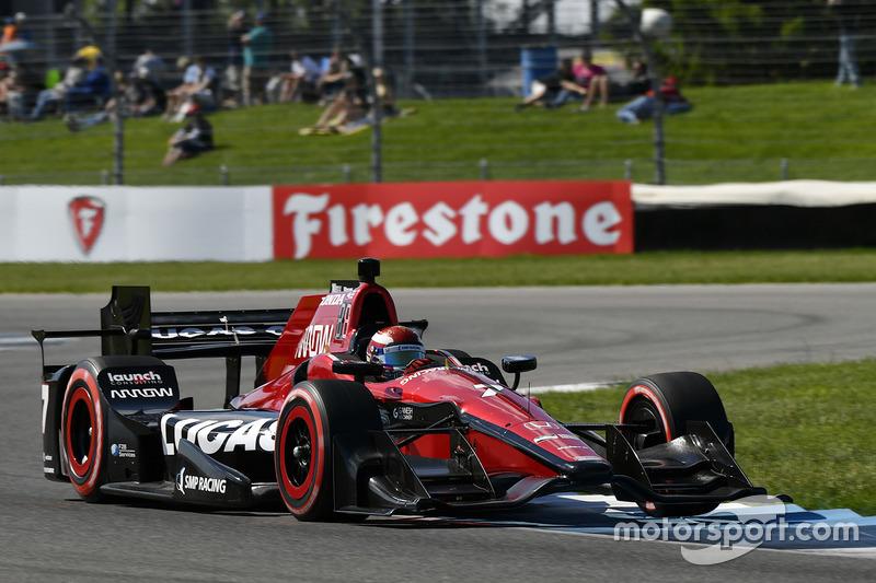 После Финикса участников IndyCar ждал еще один «дорожный» этап – в Индианаполисе. Алешину снова не удалось блеснуть – в квалификации он стал 17-м, не сумев пройти во второй сегмент