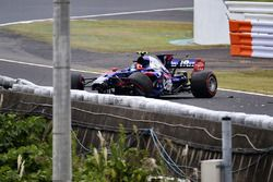 Carlos Sainz Jr., Scuderia Toro Rosso STR12 crash