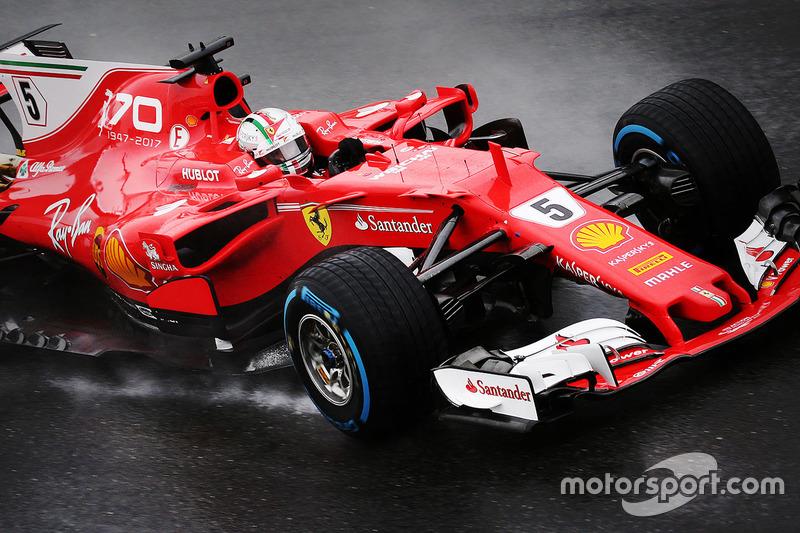 Но затем Mercedes прибавил, а Ferrari нет. Отрыв Феттеля начал таять