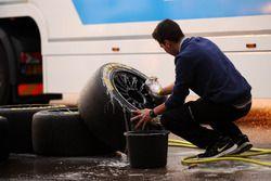 Dunlop-Reifen werden gesäubert
