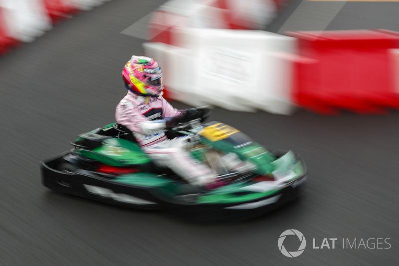 Sergio Perez, Force India, en un kart