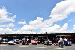 Kevin Harvick, Stewart-Haas Racing Ford, Denny Hamlin, Joe Gibbs Racing Toyota, Brad Keselowski, Tea