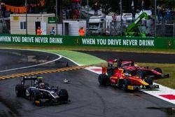 Accrochage entre Nyck De Vries, Racing Engineering et Artem Markelov, RUSSIAN TIME au départ