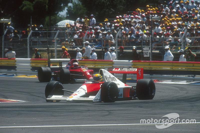 Ayrton Senna, McLaren MP4/5B Honda ve Nigel Mansell, Ferrari 641 behind