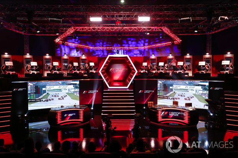 Гонка первого в истории киберспортивного чемпионата Формулы 1 eSports