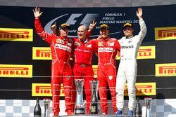 Podium: racewinnaar Sebastian Vettel, Ferrari, tweede plaats Kimi Raikkonen, Ferrari, derde plaats V