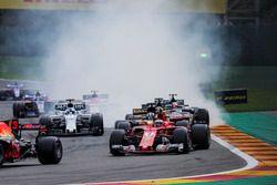 Kimi Raikkonen, Ferrari SF70H, Nico Hulkenberg, Renault Sport F1 Team RS17, Felipe Massa, Williams FW40