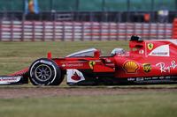 Sebastian Vettel, Ferrari SF70H, con el escudo de cabina