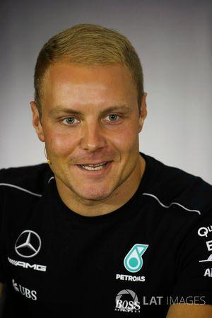 Valtteri Bottas, Mercedes AMG F1 en la conferencia de prensa