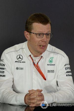 Andy Cowell, directeur, Mercedes AMG High Performance Powertrains in de persconferentie