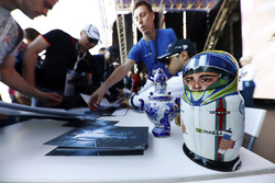 Felipe Massa, Williams, receives a matryoshka Russian doll from a fan