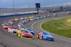 David Ragan, Front Row Motorsports Ford y Paul Menard, Richard Childress Racing Chevrolet