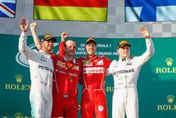 Lewis Hamilton, Mercedes AMG, Luigi Fraboni, Ferrari, Sebastian Vettel, Ferrari y Valtteri Bottas, M