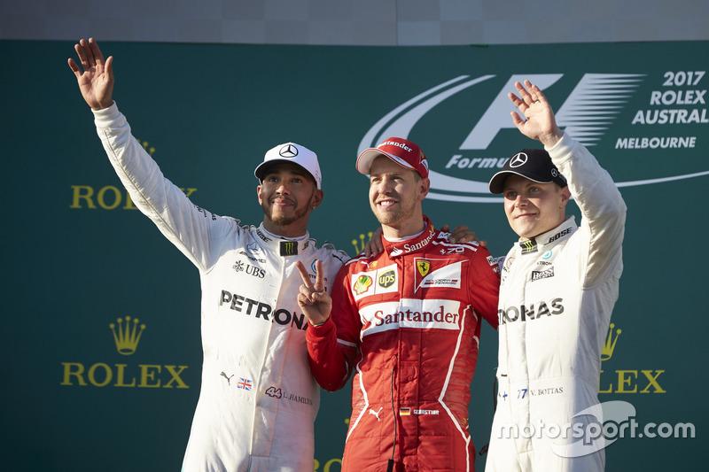 Lewis Hamilton, Mercedes AMG, 2° classificato, Sebastian Vettel, Ferrari, 1° classificato, e Valtteri Bottas, Mercedes AMG, 3° classificato, sul podio