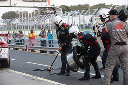 Tyre blowout of Tim Slade, Brad Jones Racing Holden