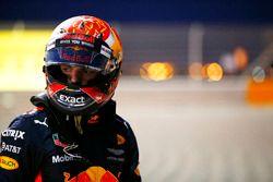 Max Verstappen, Red Bull Racing RB13, se retira de la carrera