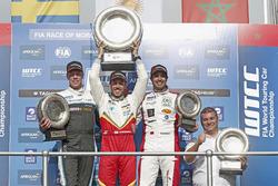 Podium: Racewinnaar Esteban Guerrieri, Campos Racing, Chevrolet RML Cruze TC1, tweede plaats Thed Bj