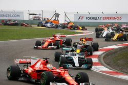 Sebastian Vettel, Ferrari SF70H; Valtteri Bottas, Mercedes AMG F1 W08; Daniel Ricciardo, Red Bull Ra