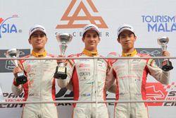 Podium keseluruhan Event 4: Pemenang Star Driver Award, Jordan Love (AUS); Peringkat kedua, Danial F