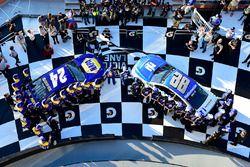 Polesitter Chase Elliott, Hendrick Motorsports Chevrolet, second place Dale Earnhardt Jr., Hendrick Motorsports Chevrolet