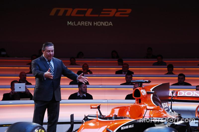 McLaren MP4 ismini kullanmayı bıraktı ve turuncu rengi kullanmaya başladı