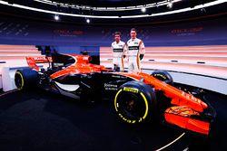 Fernando Alonso, McLaren; Stoffel Vandoorne, McLaren