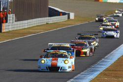 #9 Gulf Racing with Pacific Porsche 911: Ryohei Sakaguchi, Hiroki Yoshida