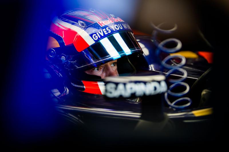 2016 год. В боксах Toro Rosso на пятничных тренировках