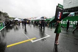 مكان رومان غروجان، هاس على المضمار فارغ قبل إنطلاق السباق بسب الحادث