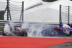Fernando Alonso, McLaren MCL32 and Daniil Kvyat, Scuderia Toro Rosso STR12 collide at the start of the race