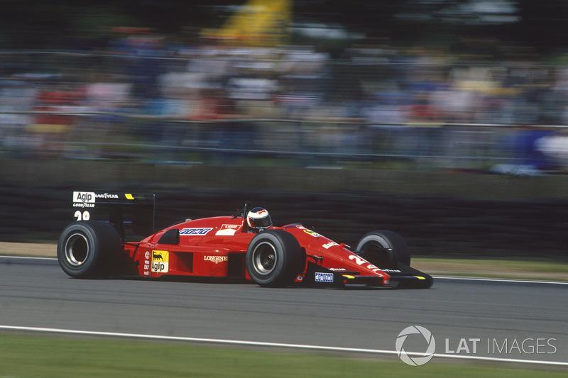 2. El único piloto que rompió la hegemonía de McLaren en la temporada, conquistando una victoria (en Italia) y una pole (en Gran Bretaña), fue el austríaco Gerhard Berger, de Ferrari, que quedó tercero en el Mundial con el Ferrari F187/88C