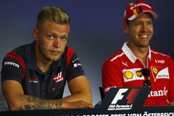 Кевин Магнуссен, Haas F1 Team, и Себастьян Феттель, Ferrari