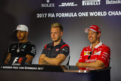 Lewis Hamilton, Mercedes AMG F1, Kevin Magnussen, Haas F1 Team and Sebastian Vettel, Ferrari