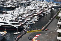 Kimi Raikkonen, Ferrari SF70-H, Lewis Hamilton, Mercedes-Benz F1 W08 Hybrid