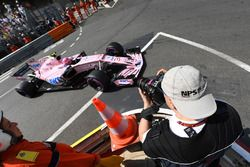 Esteban Ocon, Force India VJM10, mit Fotograf