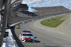 Kyle Busch, Joe Gibbs Racing Toyota, Kevin Harvick, Stewart-Haas Racing Ford, Joey Logano, Team Pens