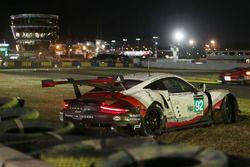 #92 Porsche GT Team Porsche 911 RSR: Michael Christensen, Kevin Estre, Dirk Werner, choque
