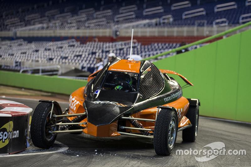 Felipe Massa pilote la ROC Car