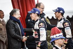 Les vainqueurs Sébastien Ogier, Julien Ingrassia, M-Sport avec le Prince Albert II de Monaco, et Jean Todt