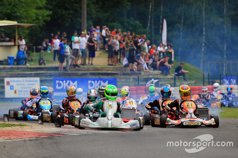 Start zum Rennen der Deutschen Kart Meisterschaft