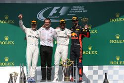 Valtteri Bottas, Mercedes AMG F1, Loic Serra, Mercedes AMG F1 Head of Vehicle Dynamics, race winner Lewis Hamilton, Mercedes AMG F1 and Daniel Ricciardo, Red Bull Racing