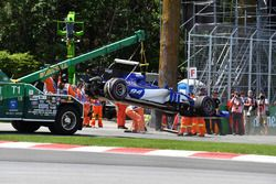 The crashed car of Pascal Wehrlein, Sauber C36 is recovered after Qualifying
